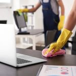 Limpeza Terceirizada: Conheça os desafios da limpeza em escritórios